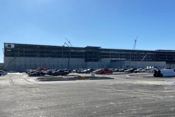 precast concrete fulfillment center in Matteson, Illinois under construction